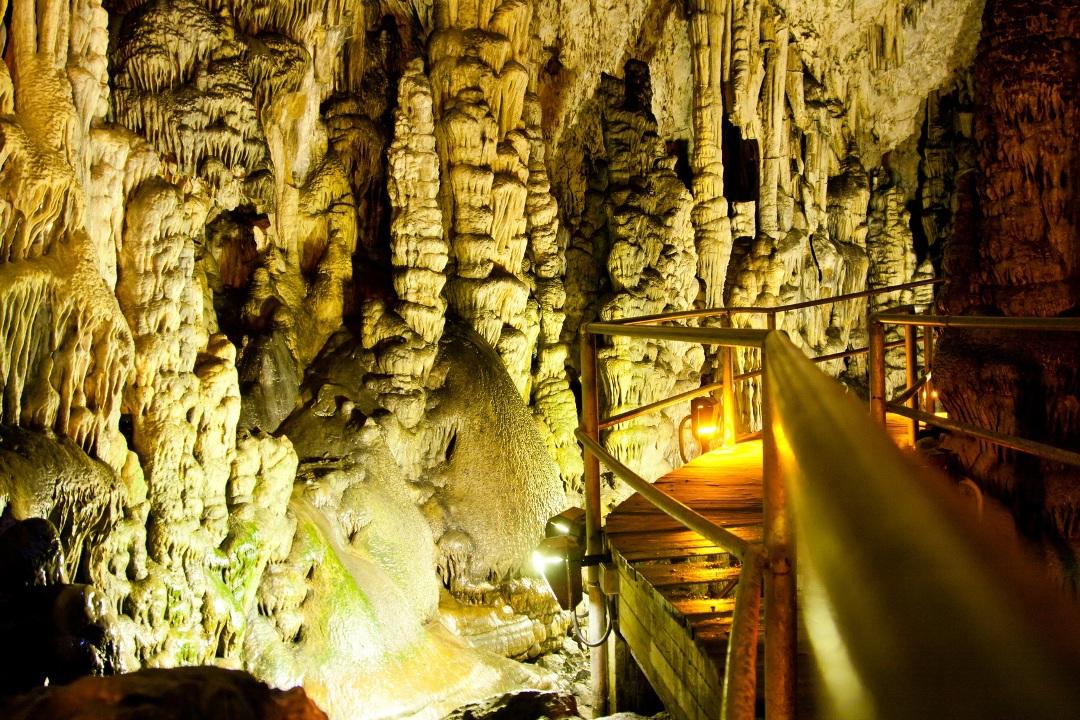 Петралонская пещера Халкидики Греция