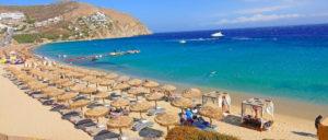 Элия – огромный песчаный пляж, расположенный в юго-восточной части острова Миконос