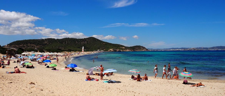 Эс Кавалет — пляж в укромном уголку острова Ибица