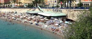 Пляж Кастель ухоженный частный пляж в Ницце, в самом конце Променада